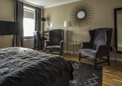 V_Hotel__LARGE_RUM_24_HI_1-min
